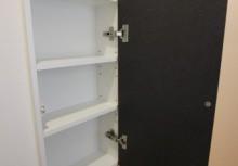 トイレ収納 壁厚を利用してサニタリーがスッキリ収納できます。