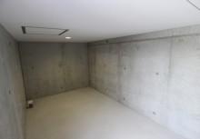 外部収納 4帖もある広々スペースの外部収納は外部から出し入れでき、ガーデニンググッツや車用品を置くのに便利。