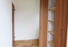 玄関 ホールにシューズクロークを完備。たくさんの靴などスッキリ収納できます。