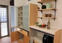 カップボード 収納はもちろん、家電スペースを考えた家電収納やごみを考慮したダストボックス付きで見た目がスッキリします。扉自体も自然素材を使っておりますので、部屋全体をナチュラルコーディネート!