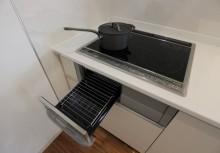 IH ガラストップ仕様で電気を無駄なく活かし、両面焼きグリルのお掃除もラクなIHです。