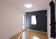 洋室 WCLを完備した洋室。デザイン窓とベランダへ出れるようにテラスを設けました。