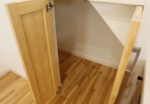 階段下収納 キッチン横に階段下の収納があって、スッキリと収納できます。