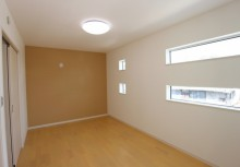 MBR 7.5帖のある主寝室は、1日の疲れをゆったりとおやすみして頂ける空間です。