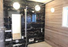 浴室 アクセントパネルを利用した落ち着いた空間のユニットバス。浴室暖房換気乾燥機付きで、浴槽はもちろん、床や壁は断熱仕様なので快適にお使い頂けます。