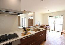 LDK キッチンからリビングやダイニングが見渡せる様にオープンタイプのキッチンです。
