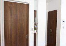 デザイン壁 トイレ前の壁は、目隠しだけでなく、デザインを取り入れた飾れる壁を考えました。