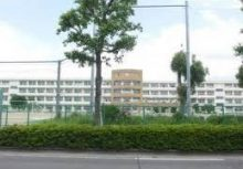 城北中学校   徒歩14分(1100m)